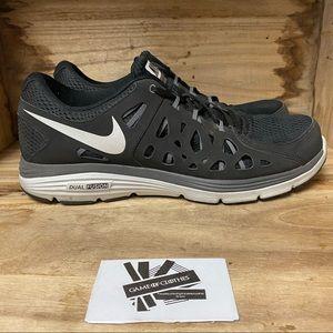 Nike Nike dual fusion black white running sneakers